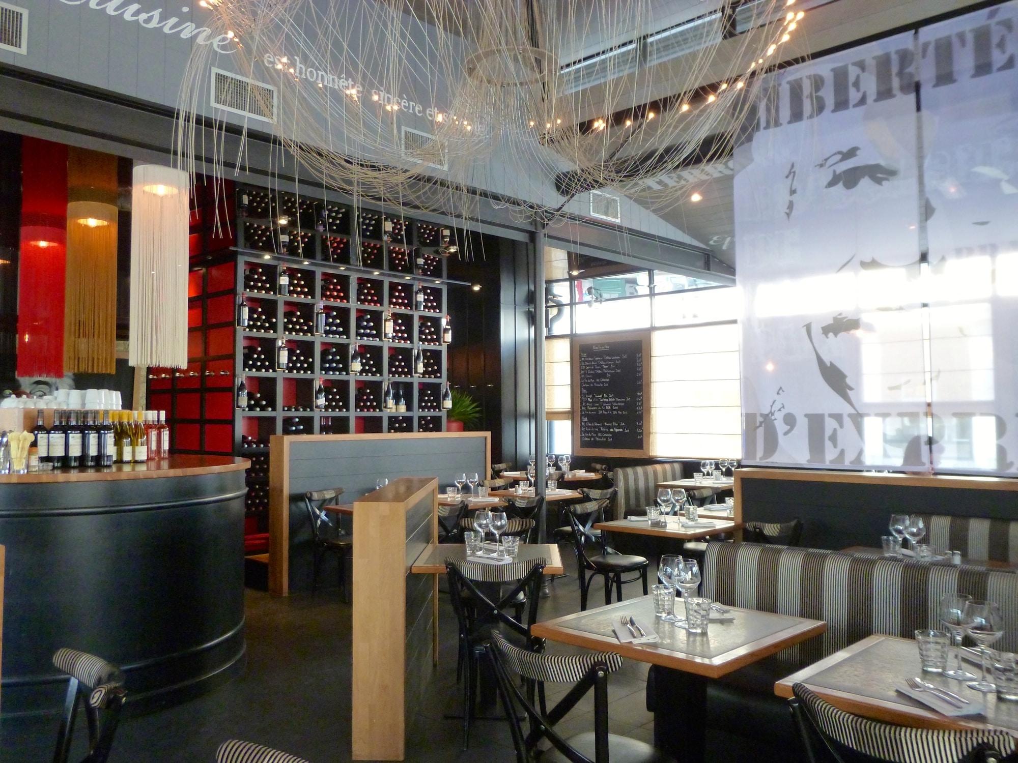 Paris Cafe La Tradition Et La Ambiance