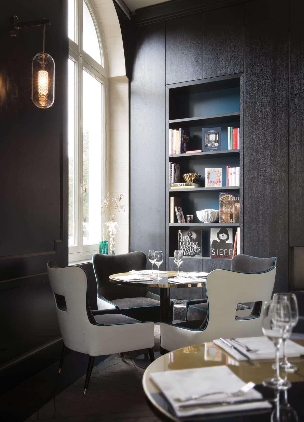 le victoria 1836 une brasserie chic sign e sarah lavoine. Black Bedroom Furniture Sets. Home Design Ideas