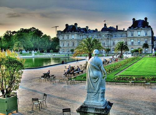 10 id es de promenades romantiques paris for Piscine jardin du luxembourg