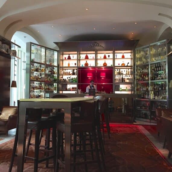 Bar long Royal Monceau  3