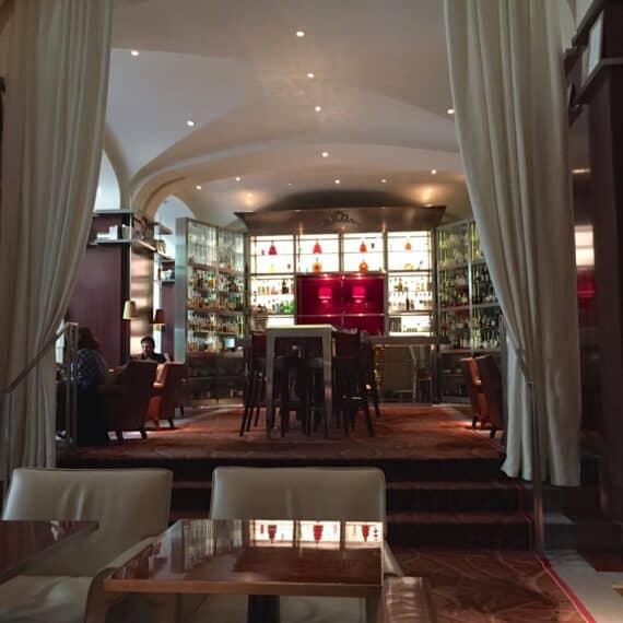 Bar long Royal Monceau 8