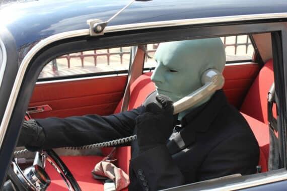 Fantomas-Peugeot-404-sortir-a-paris