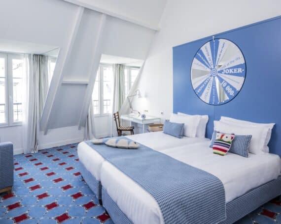 HOTEL JOKE - CHAMBRE BLEUE - CREDIT GUILLAUME GRASSET