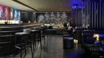 Ambiance new-yorkaise au bar Le Brûlé de l'hôtel W Paris-Opéra