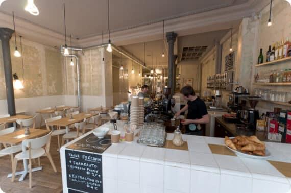 coutume_cafe_paris_rue_de_babylone_1
