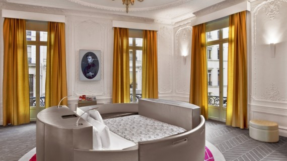 W-Paris---Op--ra-Extreme-WOW-Suite---Round-Bed