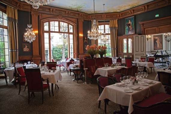 Restaurant-Hotel-Saint-James-Virginie-Basselot-Paris-Salle-1024x682