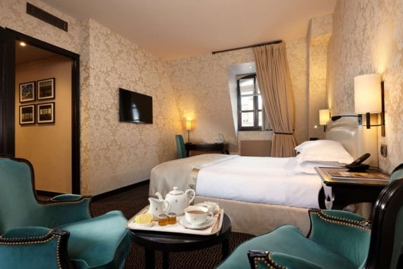 deluxe-room-80-pavillon-de-la-reine