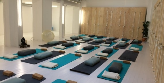 exp rimentez le yoga ashtanga chez yoga colibri mon. Black Bedroom Furniture Sets. Home Design Ideas