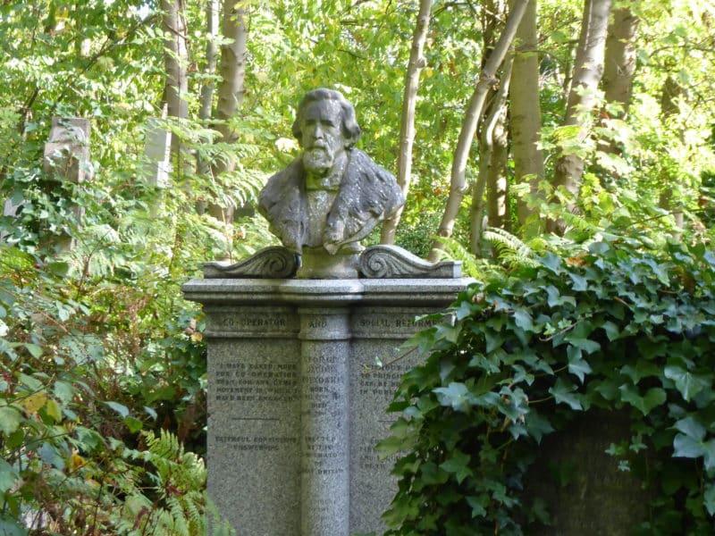 Promenade bucolique au cimetière de Highgate à Londres